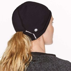 Lululemon NWT Run It Out Toque Black